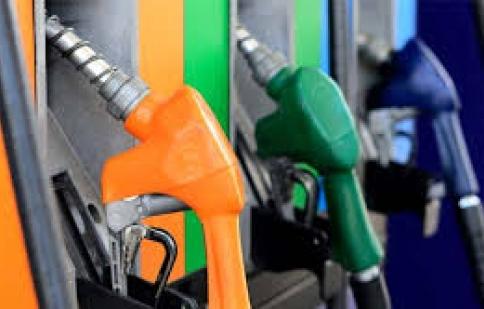 Giá dầu tiếp tục giảm, giá xăng như cũ