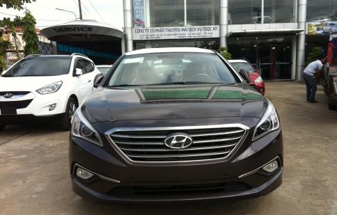 Hyundai Sonata 2015 âm thầm về Việt Nam, chốt giá hơn 1 tỷ đồng