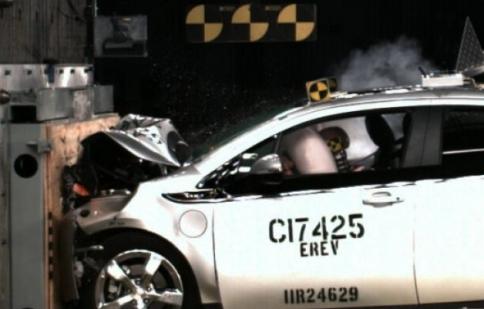 Lỗi túi khí liên tiếp gây khổ sở cho các hãng xe