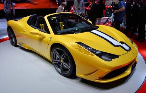 Paris Motor Show 2014: Siêu xe mui trần của Ferrari gây sốt tại triển lãm