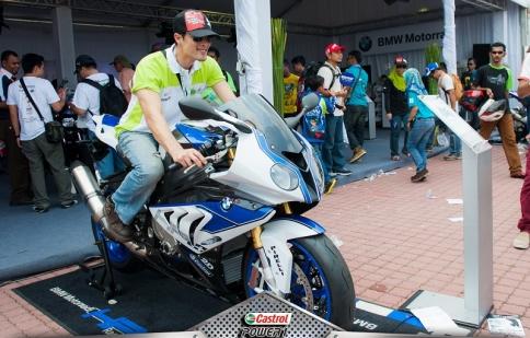 Johnny Trí Nguyễn thỏa mãm đam mê tốc độ tại MotoGP