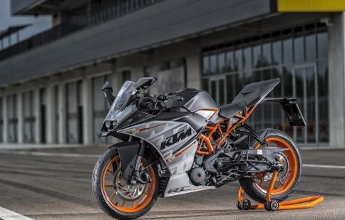 KTM công bố giá 390 Duke và RC 390 2015