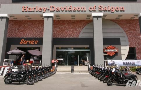 Harley-Davidson bàn giao lô 24 xe Street 750 cho khách hàng