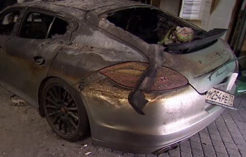 Panamera tự bốc cháy, Porsche bị kiện