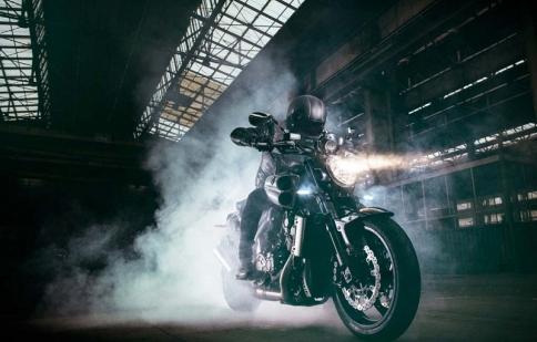 Yamaha trình làng VMAX Carbon SE 2015