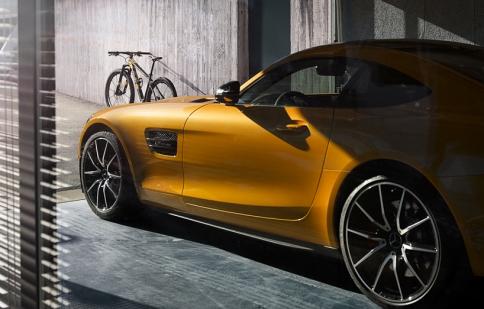 BMW so kè Mercedes bằng xe đạp hạng sang