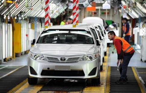 Người Việt Nam mua ô tô đắt nhất khu vực