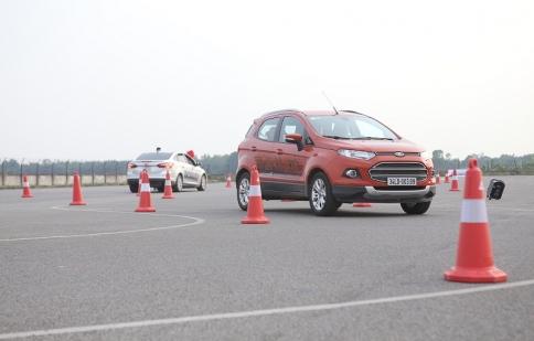 Ford hướng dẫn lái xe an toàn cho tài xế trẻ