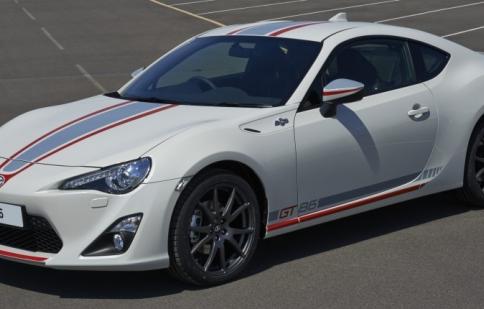 Toyota giới thiệu GT86 phiên bản đặc biệt Blanco