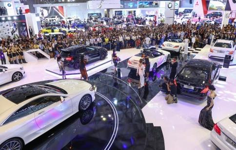 Người Việt mua ô tô ồ ạt trong nửa đầu năm 2015