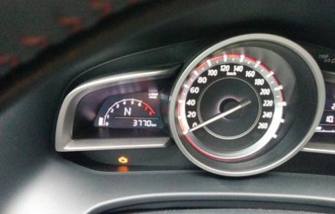 Thaco giải thích lý do xe Mazda 3 báo lỗi động cơ