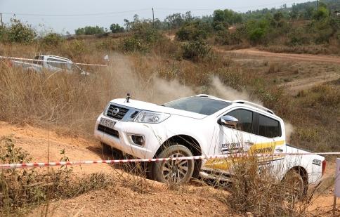 Nissan Việt Nam tổ chức off-road cho khách hàng Nghệ An