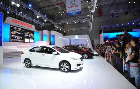"""Honda Việt Nam """"thiết đãi"""" khách tham quan VMS 2015 bằng dàn xe mới"""