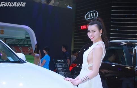 Dàn người đẹp khoe sắc tại triển lãm Ô tô Việt Nam 2015