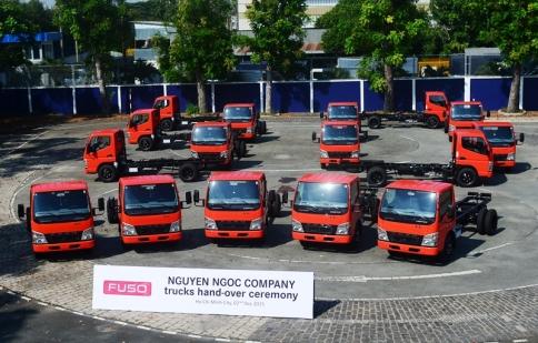 FUSO bàn giao 30 xe tải FUSO Canter cho khách hàng