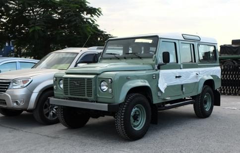 Huyền thoại Land Rover Defender Heritage Edition có mặt tại Việt Nam