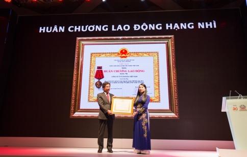 Toyota Việt Nam đón nhận huân chương lao động hạng nhì