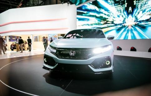 Nhà thiết kế tiết lộ 6 thông tin thú vị về Civic hatchback 2017