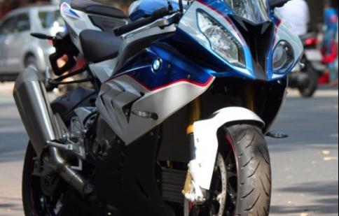 """Mô tô """"khủng"""" BMW S1000RR mới nhất xuất hiện tại Sài Gòn"""