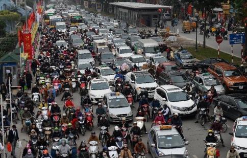Tăng thuế, phí để hạn chế ô tô: Việt Nam đang đi ngược xu thế của thế giới