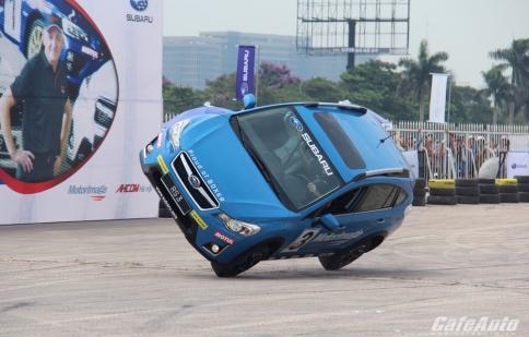 Khán giả Hà Nội mãn nhãn với siêu trình diễn ôtô mạo hiểm