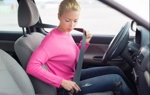 Từ 1/8: Người ngồi ghế sau ô tô không thắt dây an toàn sẽ bị xử phạt