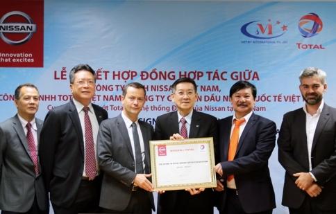 Nissan Việt Nam ký kết hợp tác với hãng dầu nhớt Total