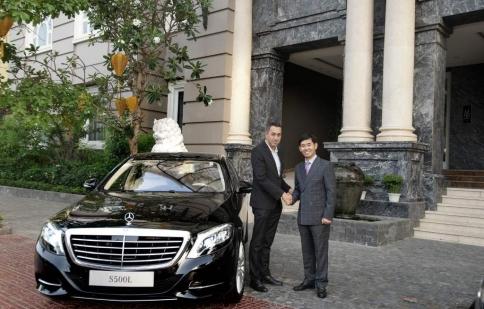 Mercedes-Benz Việt Nam bàn giao 2 xe S 500 L Royal Hội An