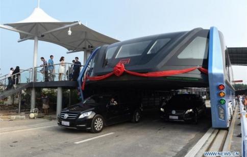 Xe buýt trên cao, ý tưởng điên rồ có trở thành giải pháp tuyệt vời?
