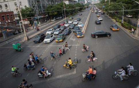 Trung Quốc 'xoá sổ' xe máy ở các thành phố lớn như thế nào?