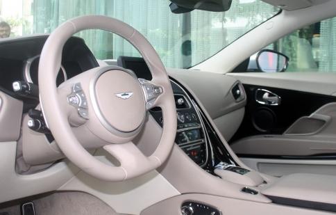 Siêu xe Aston Martin DB11 ra mắt tại Ấn Độ