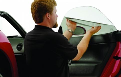 Có nên dán phim chống nóng cho kính lái?