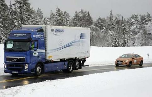 Giữ khoảng cách an toàn với xe phía trước