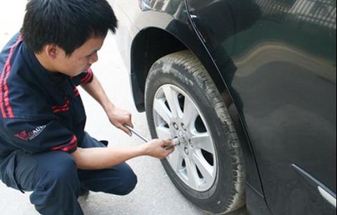 Dấu hiệu cần thay lốp xe hơi