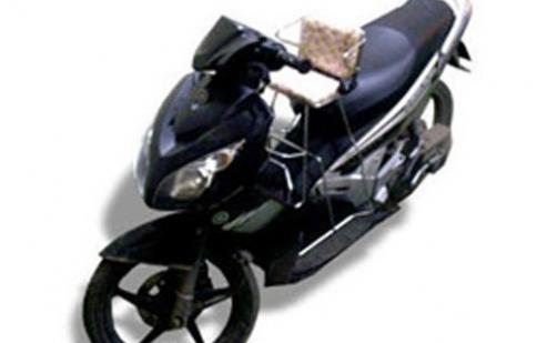Chọn ghế ngồi trên xe máy cho bé