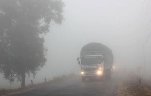 Kinh nghiệm lái xe an toàn trong sương mù