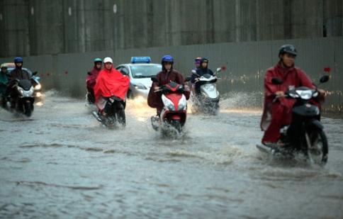 Mùa mưa: đi xe máy cần lưu ý điều gì ?