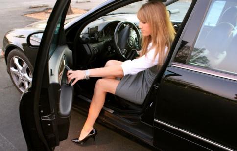 Bước xuống xe thế nào cho an toàn?