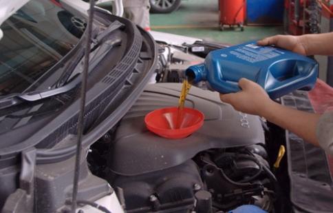 Bao lâu thì thay dầu động cơ