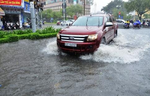 Tất tần tật những lưu ý khi lái xe qua đường ngập nước