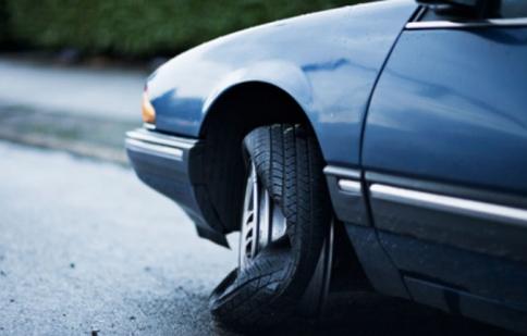 Vietsub: Cách xử trí khi xe bị nổ lốp