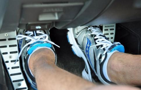 Xử lý khi xe bị kẹt chân ga