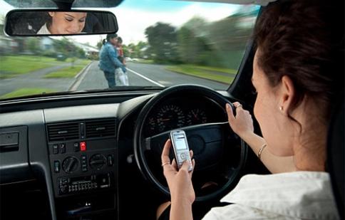 Những thói quen xấu cần tránh khi cầm lái