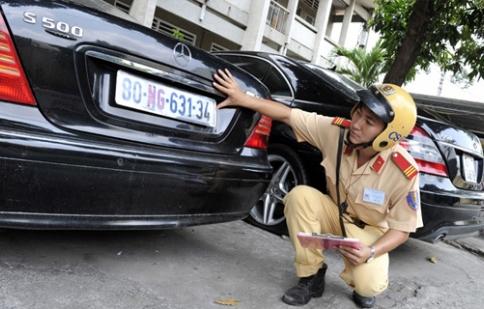 Tư vấn: Ô tô sử dụng biển số giả bị xử phạt thế nào?
