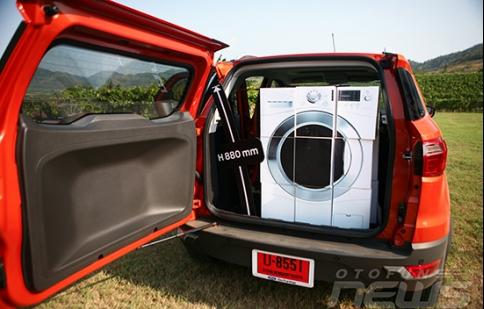 Xe ô tô chở đồ phía sau không đóng cốp thì có vi phạm luật không?
