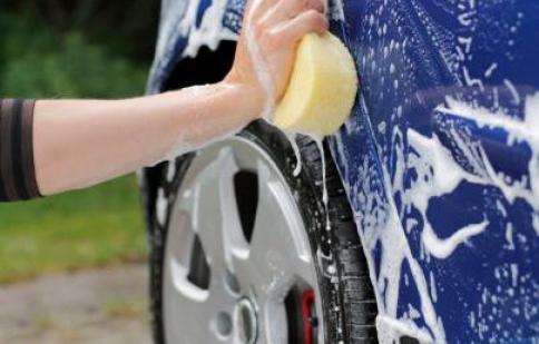 5 cách để rửa xe tiết kiệm nước