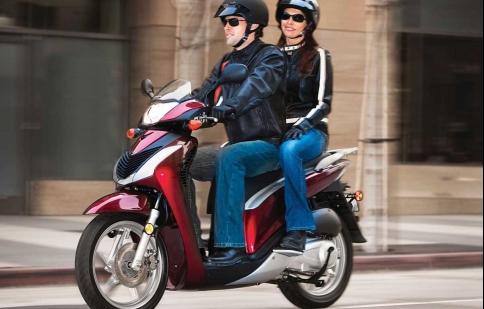 7 quy tắc vàng cho người ngồi sau xe máy