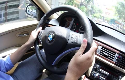 Tay lái bị nặng và trả lái rất chậm, xe tôi đang gặp vấn đề gì?