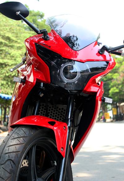 Honda CBR150 nguyên bản với màu đỏ thời trang.