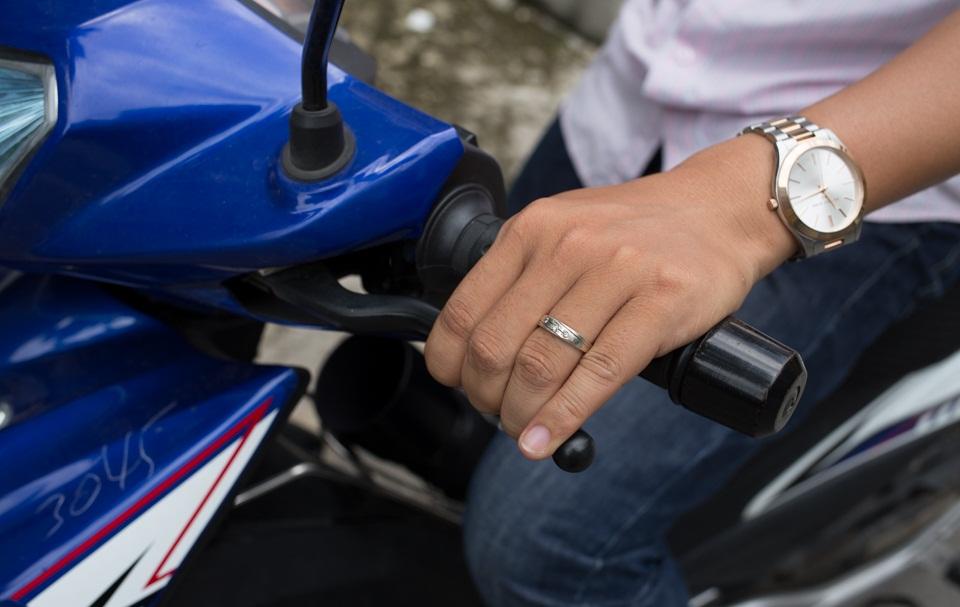 Điều chỉnh ổ lăn cổ tay lái xe máy